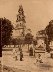 © Léon & Lévy. Mezquita, patio y torre. Hacia 1855-1888
