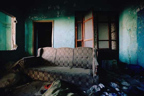 Enseres de una casa destruida