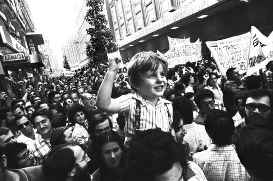 Manifestacion de las asociaciones de vecinos. Madrid, 1976. Cesar Lucas.