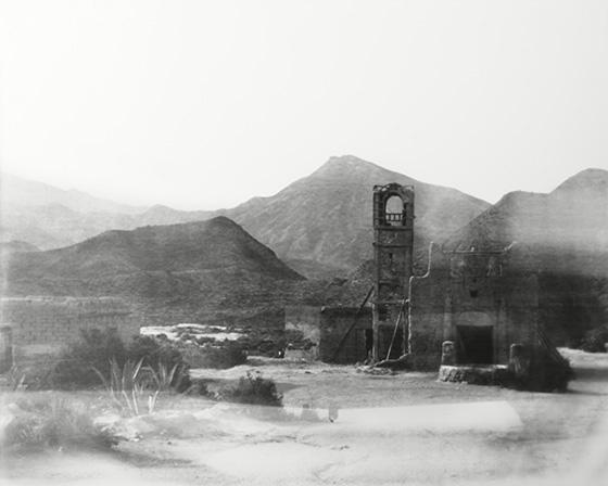 Fotografía en blanco y negro realizada por Miguel Nauguet con cámara estenopeica gigante en 1992.