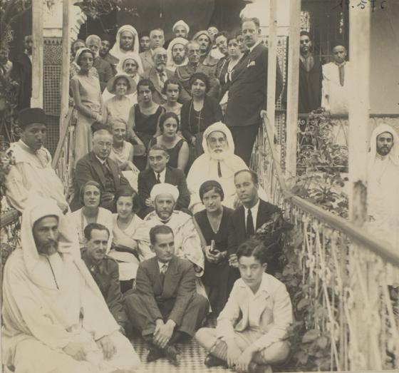 grupo de personas sentadas