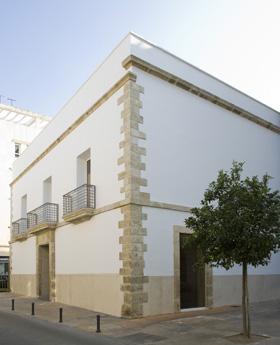 Fotografía de la fachada del Centro Andaluz de la Fotografía
