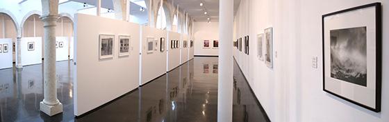 Fotografía de la sala de exposiciones del Centro Andaluz de la Fotografía